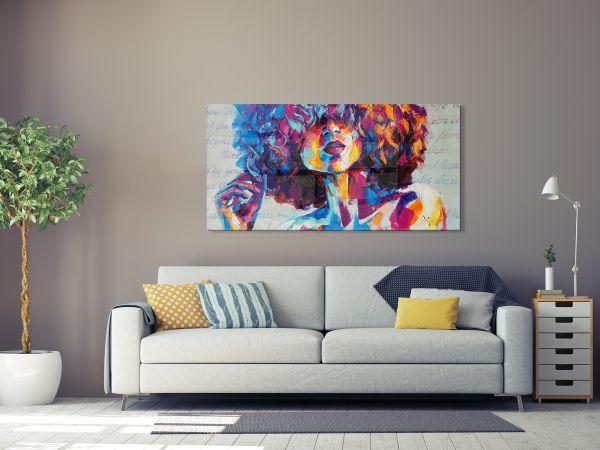 תמונת זכוכית של אשה צבעונית עם אפרו