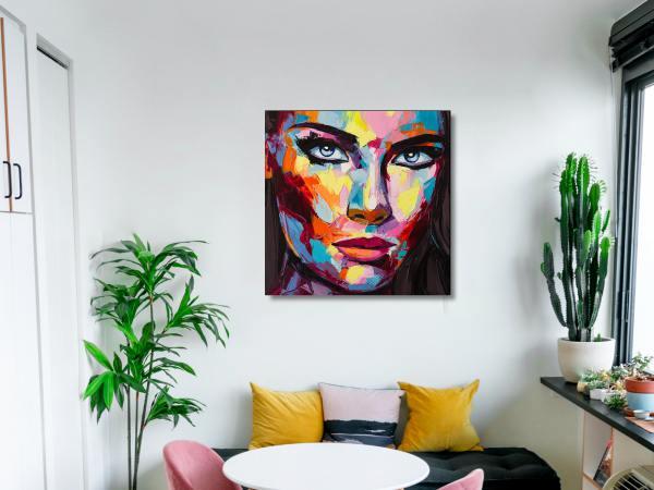 תמונת זכוכית של אשה צבעונית 7